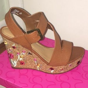 Brand new wedge sandals with embroidered design